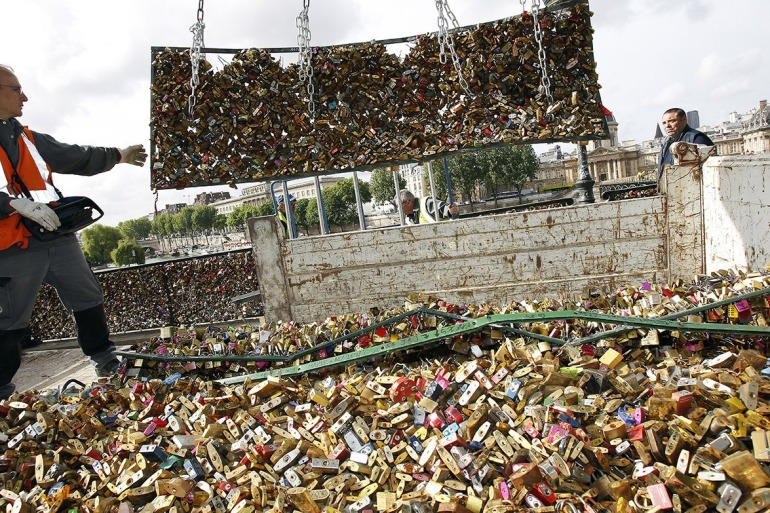 WALANG-FOREVER-Love-Locks-in-Paris-to-be-Taken-Down